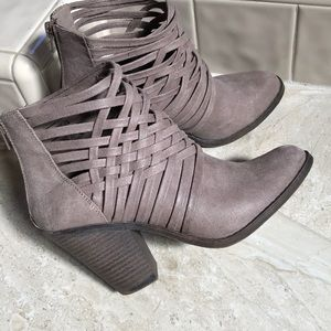 Adorable Fergalicious by Fergie booties